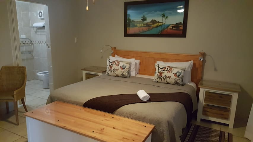Golden Zebra-Suite2 - Umhlanga Ridge - Bed & Breakfast