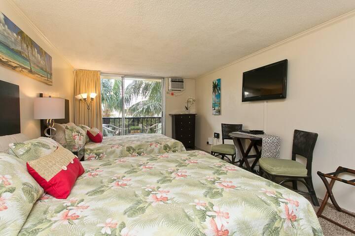 Sleeps 4, One Block from Waikiki Beach