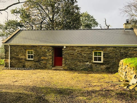 Cosy Donegal cottage with log fire, Glenveagh.