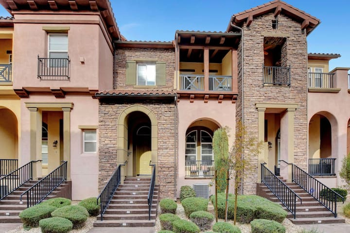 Beautiful 2 BR Townhome in Gated Community #10401