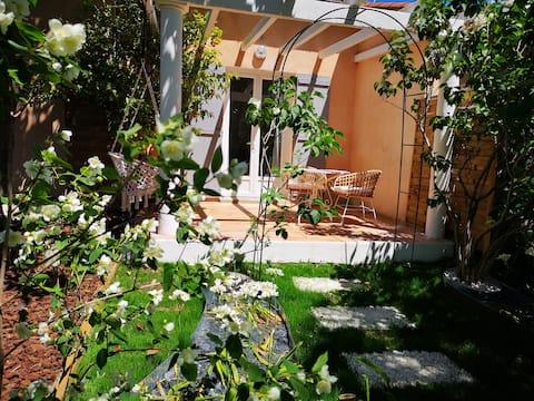 Estudio en el jardín a 10 minutos a pie del centro de St-Tropez.