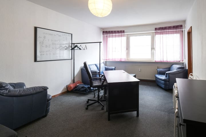 2 Min to Uni/Castle, HBF, City Center, Wasserturm! - Mannheim - Apartemen