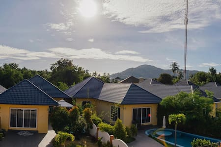 Rawai/Nai Harn Beach 3 Bedroom Pool Villa - ラワイ