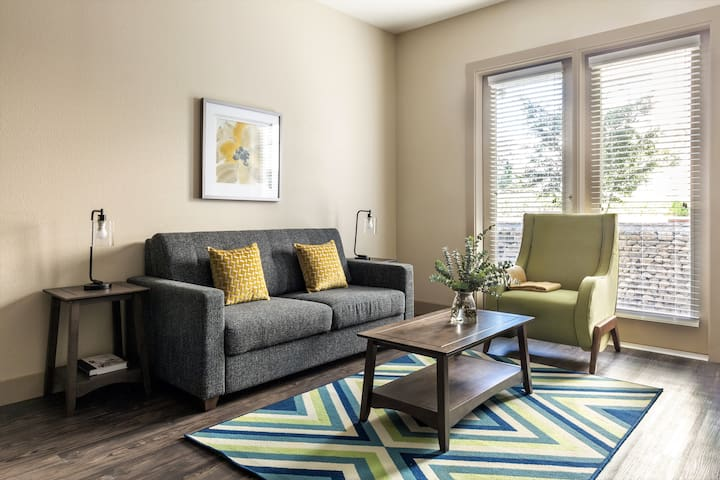 Exciting Two Bedroom at Parkside So7