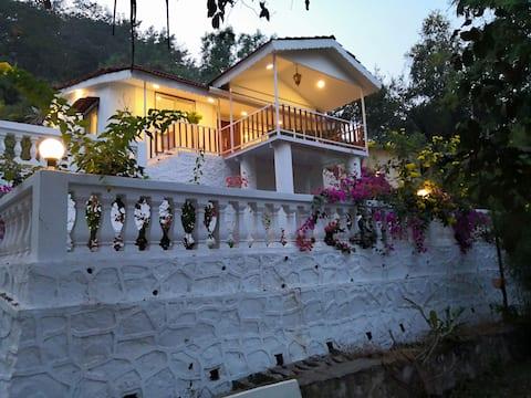 Rumah Putih oleh Rumah percutian Ekdant