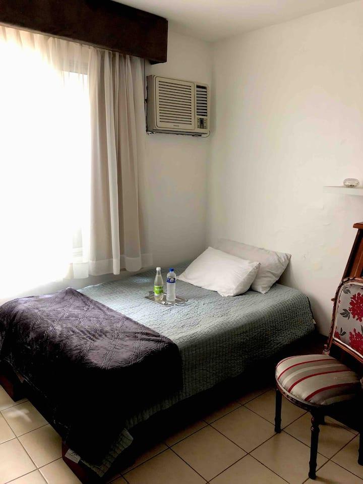 Room 2 days max. / Cuarto 2 dias  max.