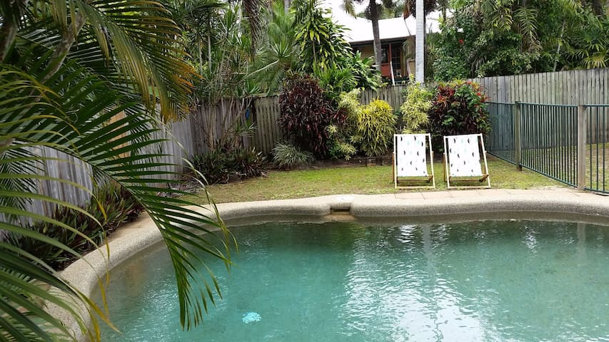 Tidy. Friendly. Close to City. Great Value. - Cairns North - House