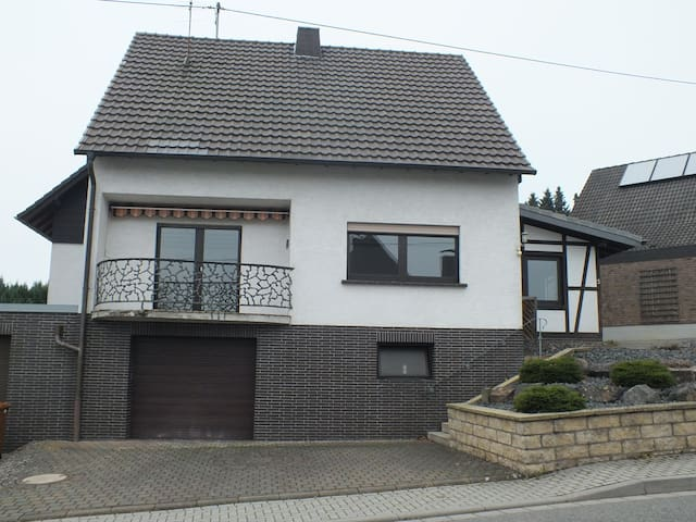 Geräumiges/Ruhiges Haus nähe A3 - Neustadt (Wied) - House