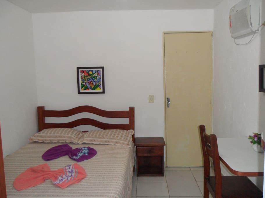 Loft Decorado, cama de casal, ar condicionado, mesa de apoio