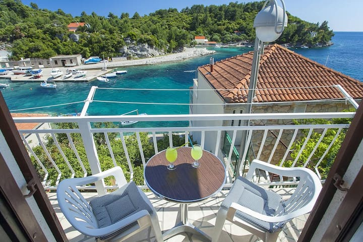 Two bedroom apartment with terrace and sea view Gršćica, Korčula (A-132-b)