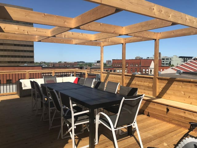 ROOFTOP TERRACE DOWN TOWN PLATEAU MONTREAL