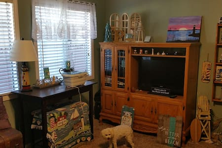 Full bedroom in beautiful home with pool - Bellflower