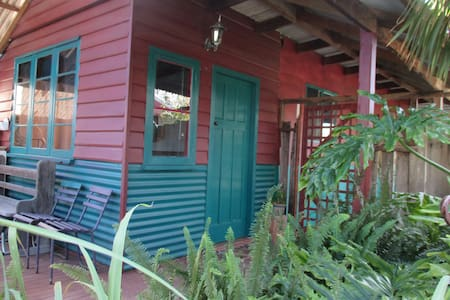Private cottage in the heart of CBD - Busselton