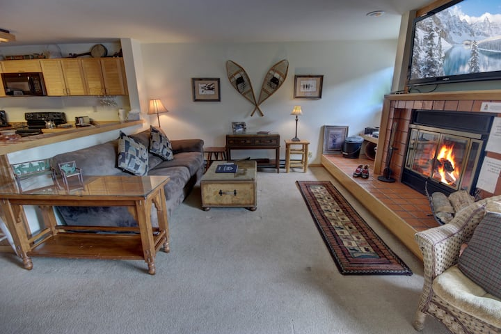 Liftside 14B - Special condo in the back buildings!! Indoor Pool and Hot tubs! Mountain Views!