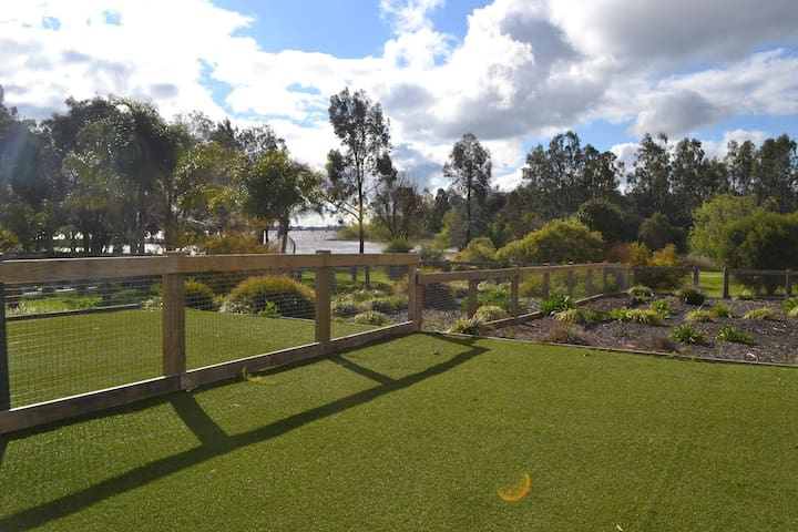 Anchorage Townhouse by the Lake - Yarrawonga - ทาวน์เฮาส์