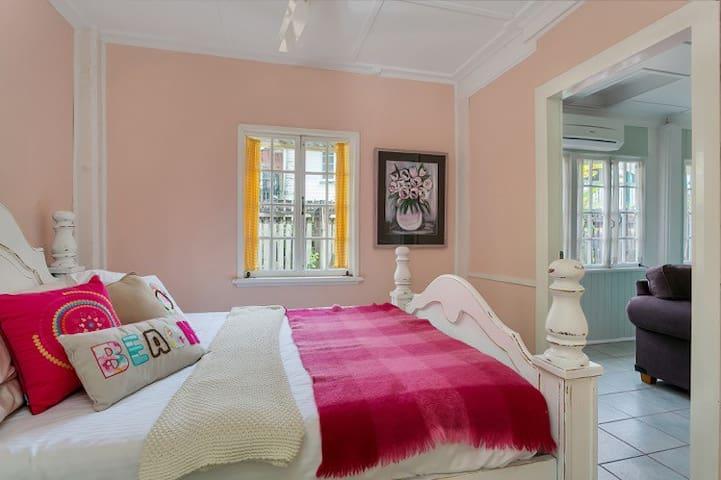 One Bedroom Cairns Cottage - Parramatta Park - Dům