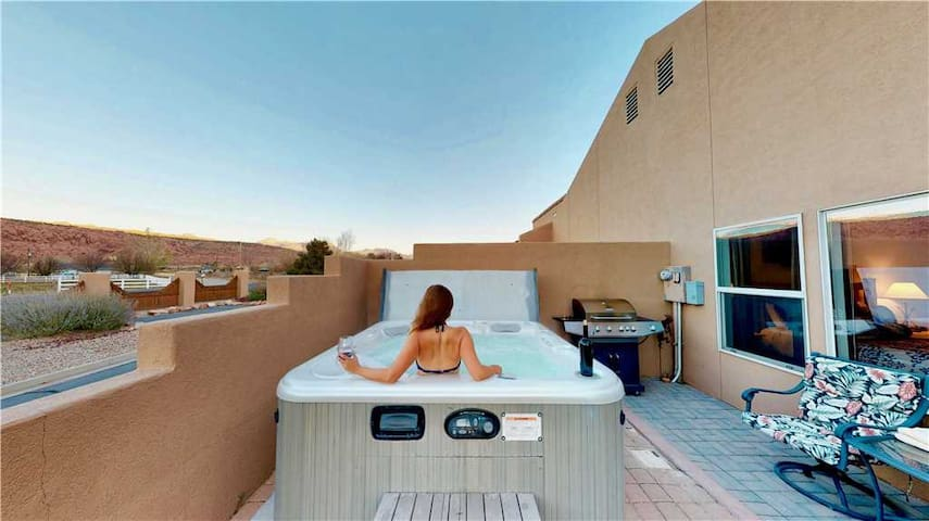 Arches Abode ~ 3 Bedroom Condo in Moab With Private Hot Tub + Beautiful Views  - Arches Abode ~ A3