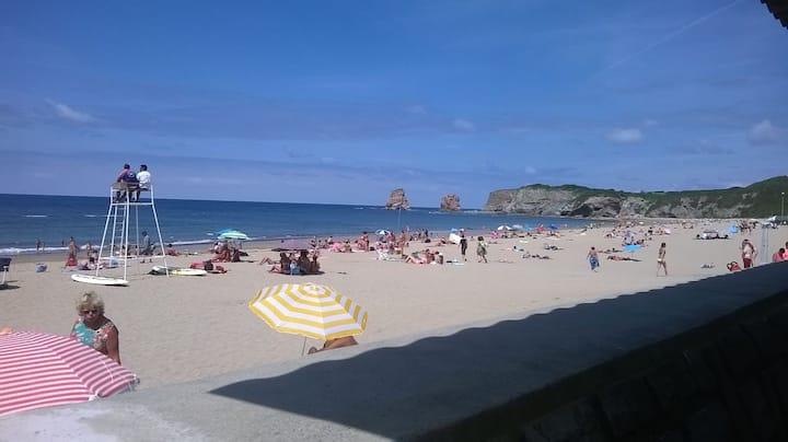 Pequeño estudio cerca de la playa.  Desinfectado.