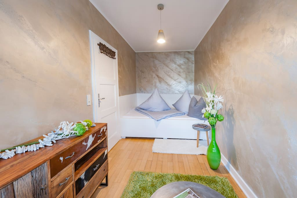 holiday trier deluxe appartement mit whirlpool wohnungen zur miete in trier rheinland pfalz. Black Bedroom Furniture Sets. Home Design Ideas