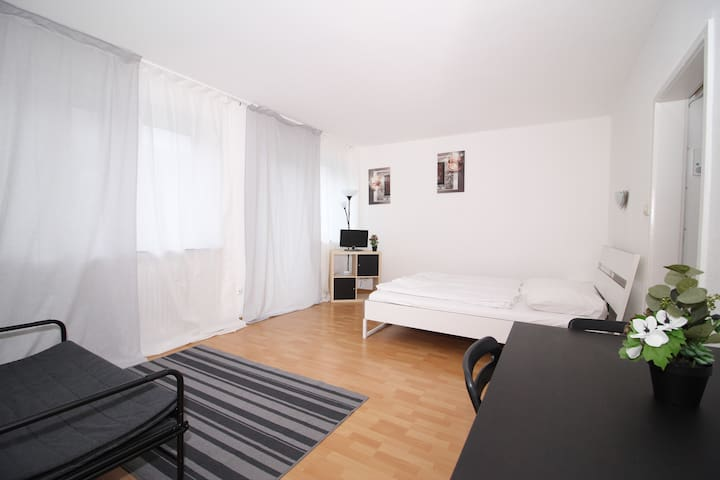 YOUR 2 room PLACE next MESSE / CITY CENTER