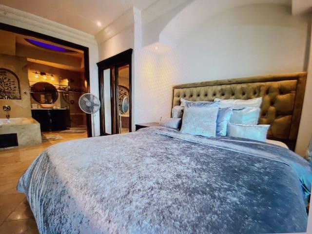 King Bed 2: Ocean View
