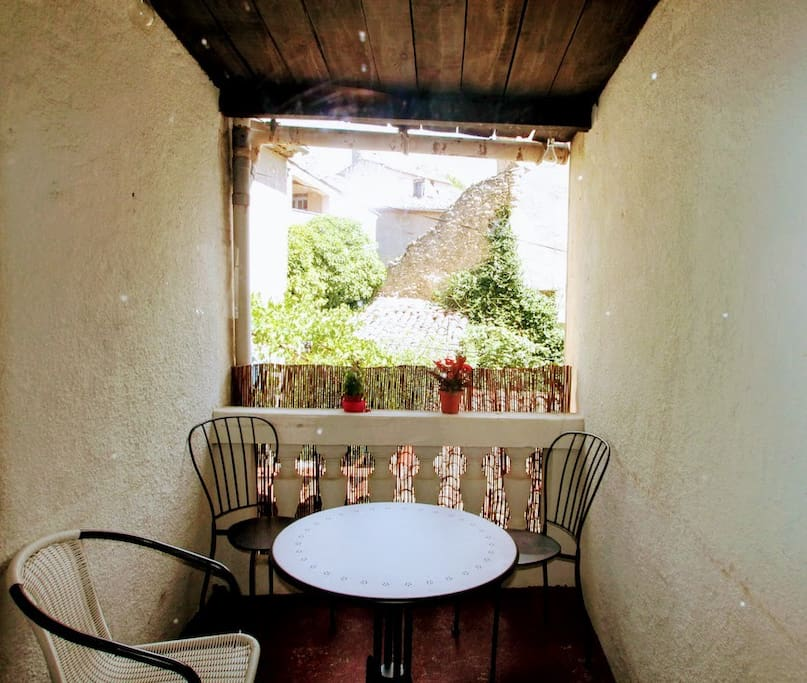 Terrace nook connected to the kitchen - ideal for taking a break any time of the day.