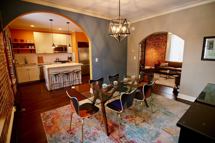 Historic Downtown Home, Exposed Brick (STR#447)