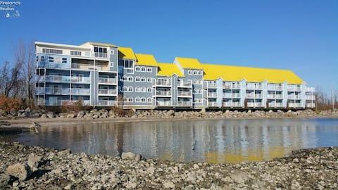 Waterfront Condo with Stunning Lake Views!