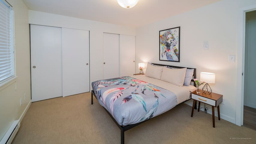 Bright and Modern Queen Anne 3 Bedroom Apartment