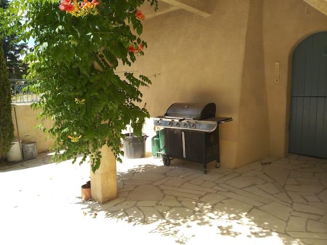 studio équipé au centre du village