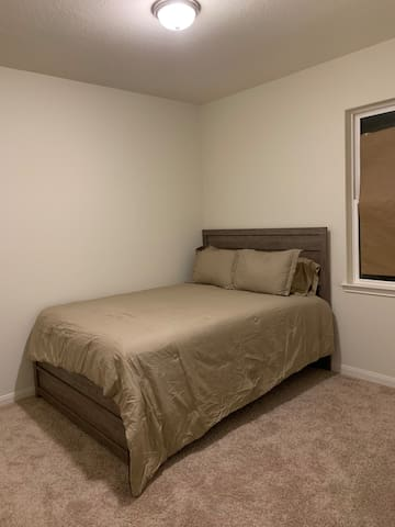 Modern Cozy Room 10 Minutes from IAH