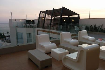 Modern apartment; stunning views! - Apartment