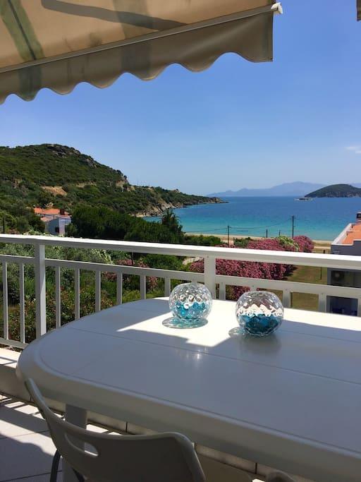 Θέα από το μπαλκόνι!