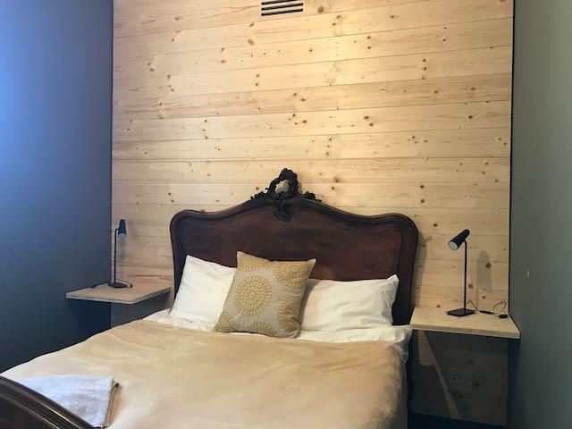 Room on the Komm