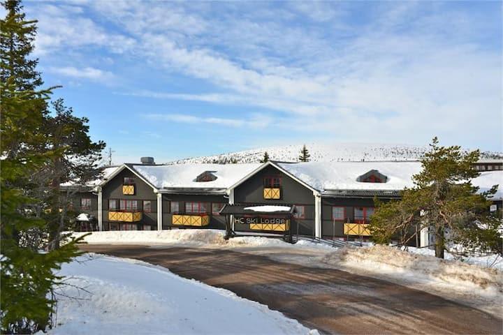 Nybyggd lägenhet på Högfjället, ski-in / ski-out