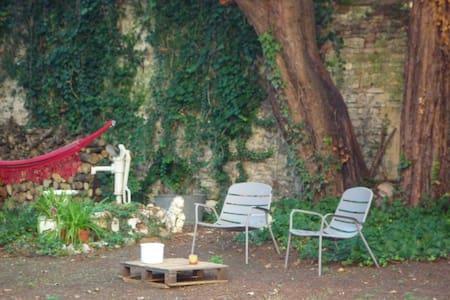 Plein centre appartement calme avec grand jardin - Chalon-sur-Saône