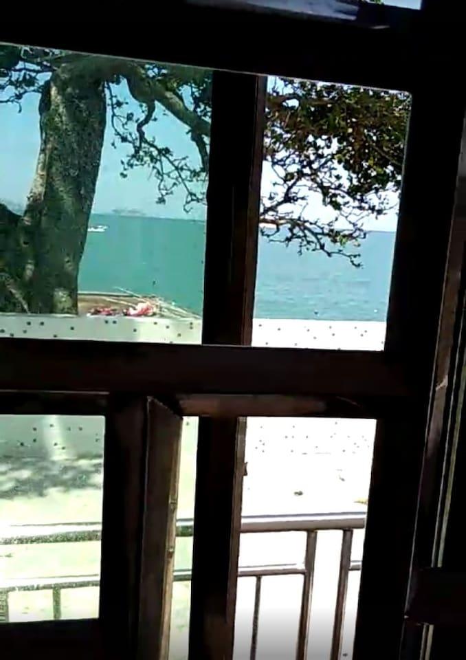 窗口就能看见海