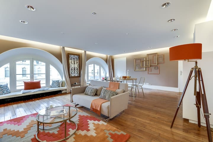 Cosy & Stylish 1BR Designer Apt *Louvre *4 Guests