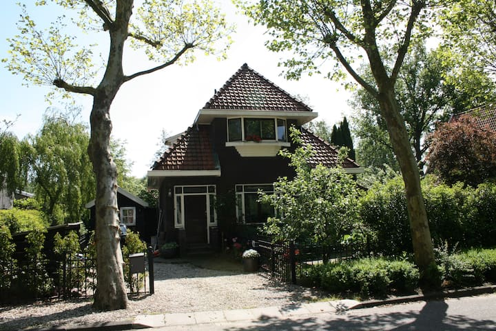 Detached villa in Amsterdam - Free parking & bikes