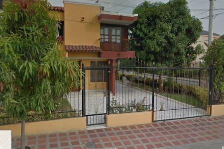 Una habitacion amoblada - Santa Marta - House