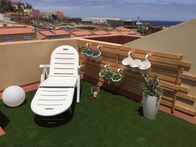 Apartamento junto al mar. Playa Melenara