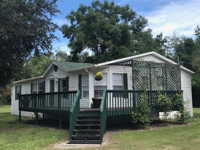 Quiet Cottage located in the heart of Ocala, FL