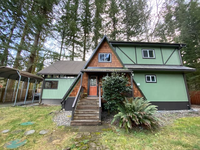 Washougal Riverfront Cabin in the Woods