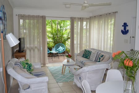 Sama Sama Tropical Apartment - Port Douglas - Apartment