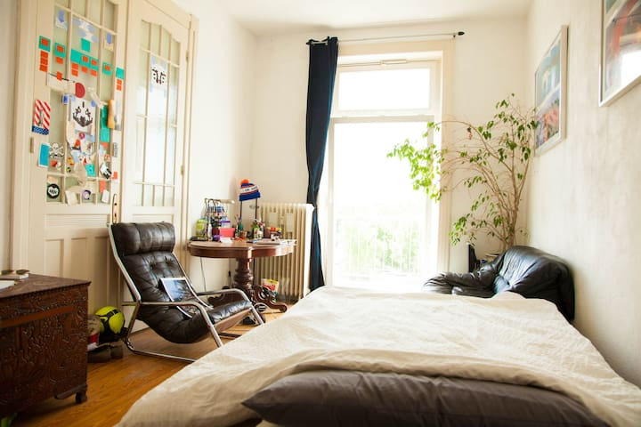 Bright room in city centre with balcony