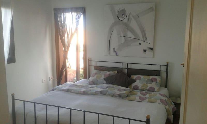Casa Luna Lanzarote - Room 3 - bis zum Straßenende .Nach 100m Sandstraße zweites Haus rechs.       - Hus