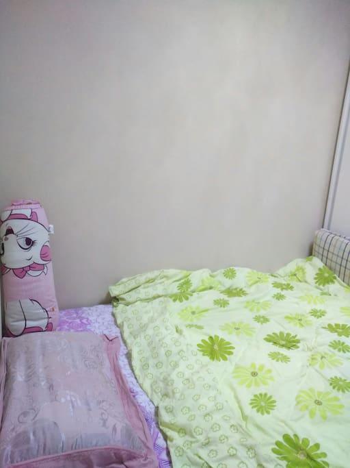 儿童房间,床一米五有书桌