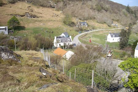 authentic croft house with garden - Nedd - Casa