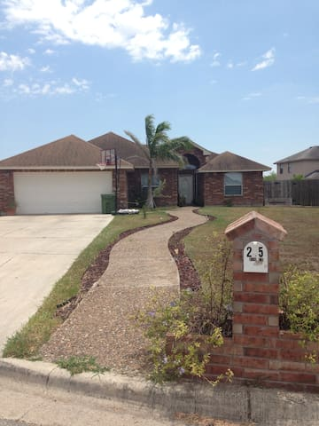 Cozy 3 bedroom house - Brownsville - Casa