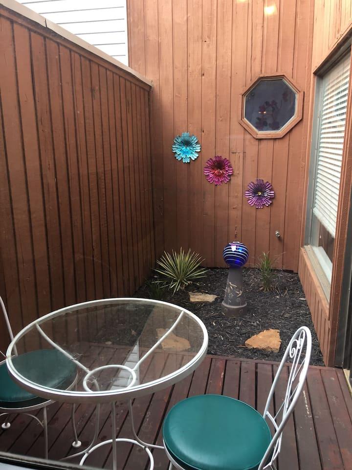 Courtyard Cutie  Fabulous outdoor area